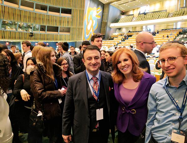 Fox televizyonun tanınmış sunucularından Lis Claman
