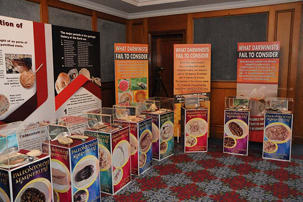 İstanbul'da Gerçekleşen Uluslararası Hayatın Kökeni Konferansında Düzenlenen Fosil Sergisi