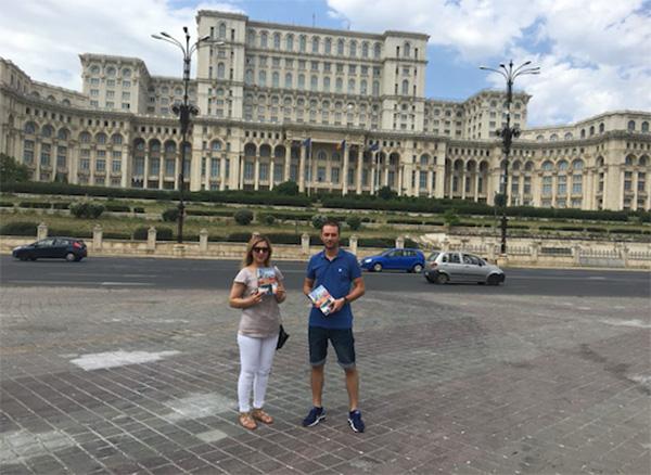Adnan Oktar'ın kitapları Romanya'da dağıtıldı