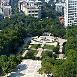 Gezi Parkı ağaçlandırılarak gençlerin hoşuna gidecek şekilde düzenlenmeli.