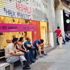 Hükümetimiz Taksim'deki olaylardan mağdur olan esnafa yardım etmeli.